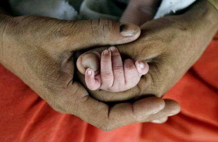 Covid Tales: तंगहाली से परेशान पति रात में चुपचाप छोड़ गया बीवी-बच्चों को